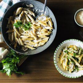 Pasta with mushrooms and cream