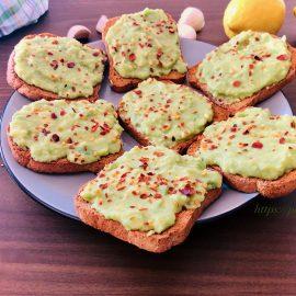 Avocado lemon garlic appetizer