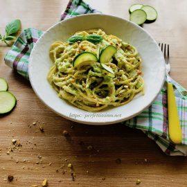 Whole wheat spaghetti with zucchini and ricotta