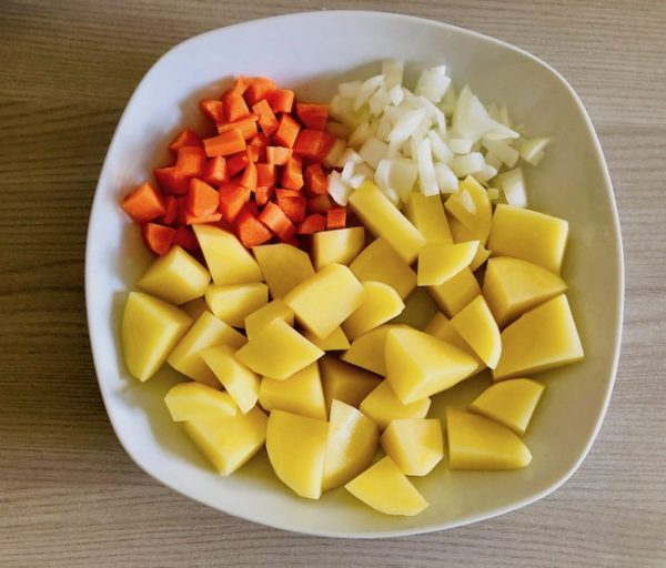 Peel the potatoes, carrot and onion and roughly chop them.