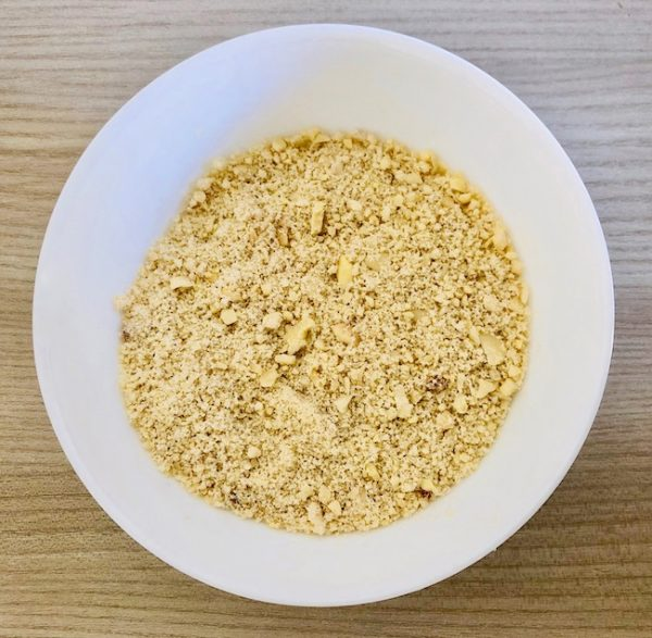 Grind the almonds in a food processor or with an immersion blender. Place in a bowl.