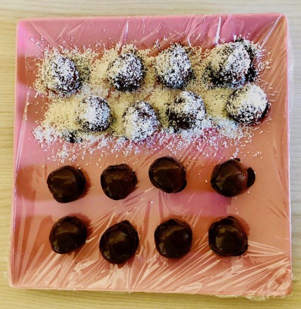 Optionally, sprinkle the balls with grated coconut.
