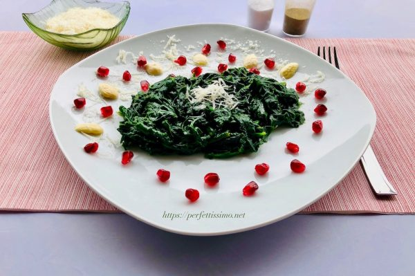 Serve the spinach as a side dish with meat, fish, eggs or sprinkled with parmesan or other cheese.